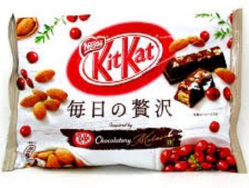 KitKat Чёрный Шоколад и Миндаль (Большая упаковка)