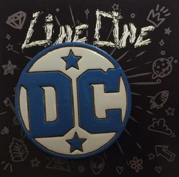 Деревянный значок DC Comics