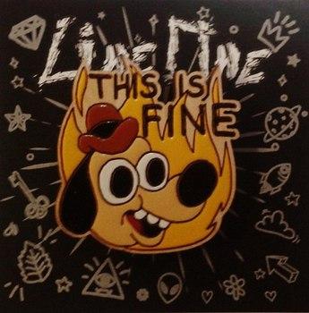 Деревянный значок Собака 2018 / Dog This is Fine