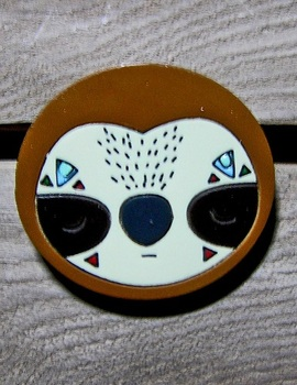Деревянный значок Ленивец / Sloth